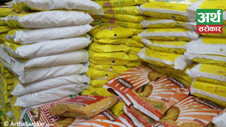 सहायक प्रमुख जिल्ला अधिकारीद्धारा बजार अनुगमन, म्याद नाघेका १ लाख बराबरको खाद्य सामग्री नष्ट