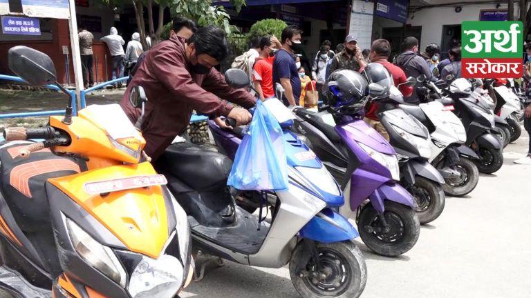 निषेधाज्ञाको समयमा चोरी भएका मोटरसाईकल नियन्त्रणमा लिई धनीलाई हस्तान्तरण, सवारी धनीहरु भए खुसी (भिडियो)
