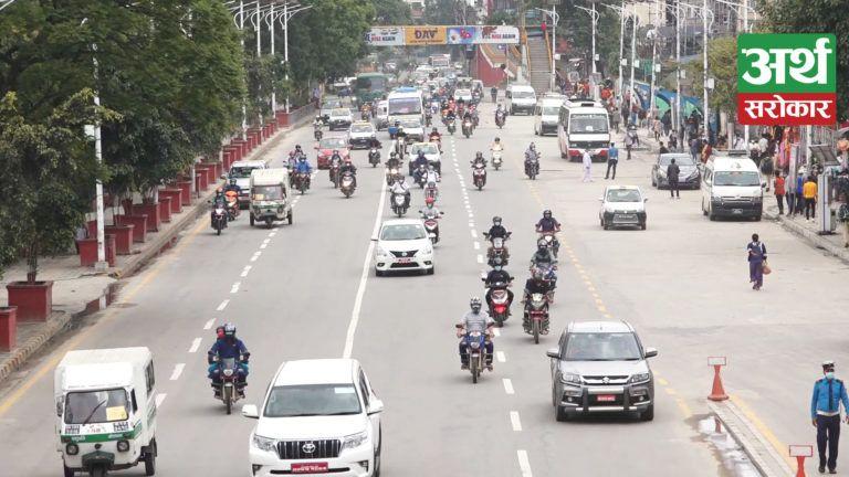 अन्तत: उपत्यकामा सबै सवारीसाधन सञ्चालनमा, संक्रमणकैबीच यस्तो देखियो काठमाडौँको माहोल (भिडियो)