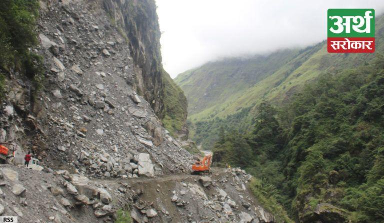 नयाँपुल-घान्द्रुक सडक अवरुद्ध हुँदा यातायात सेवा बन्द, बाटोमै रोकिए पर्यटक